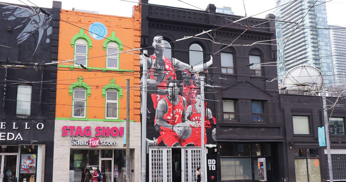 Toronto's giant Kawhi mural has been replaced with an epic Raptors wall