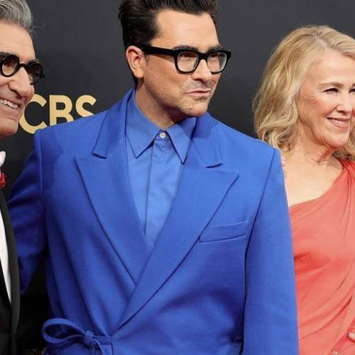 Schitt's Creek reunion goes off the rails at 2021 Emmys and the videos are hilarious