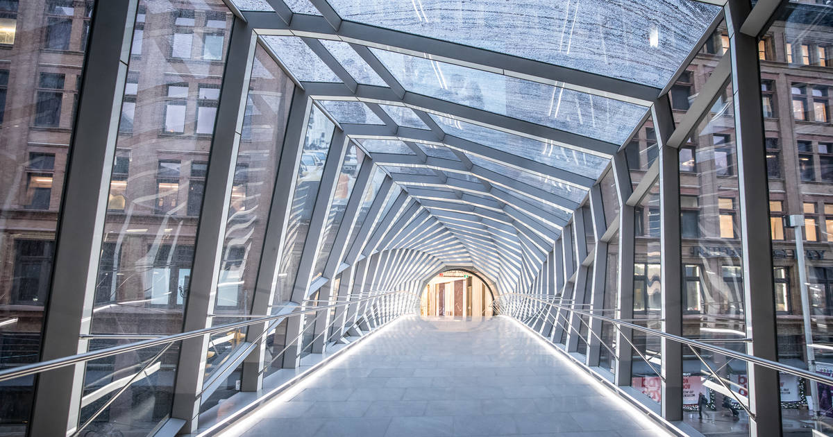 A sky walker's guide to the aerial walkways of Toronto