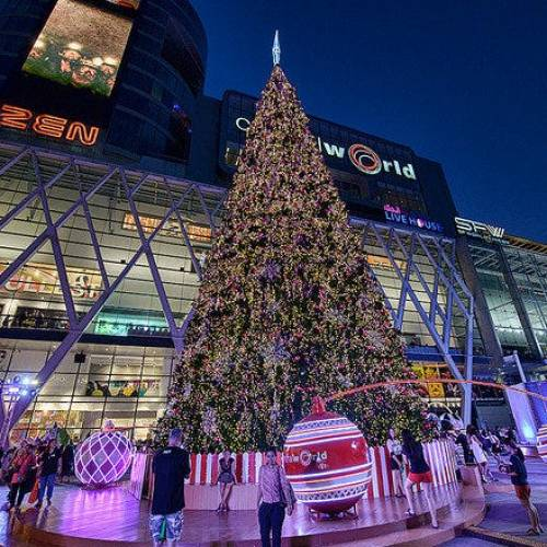 Shopping for Christmas in Bangkok: from malls to stalls